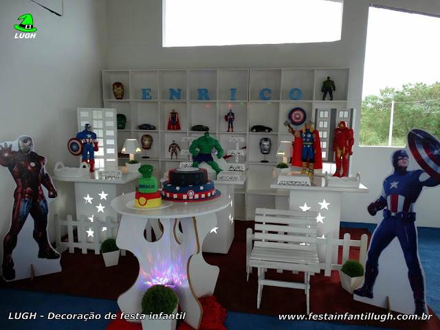 Mesa temática Os Vingadores - Decoração provençal com escaninhos - Nichos - Festa de aniversário