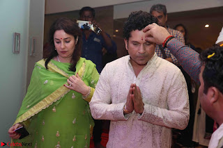 Sachin Tendulkar with his wife at Mata ka Jagrata hosted by Anu Malik 07.JPG