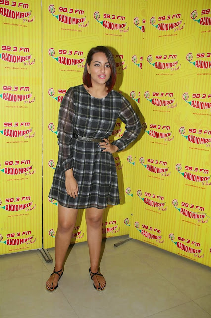 Sonakshi Sinha looking beautiful during photoshoot + other HQ pics