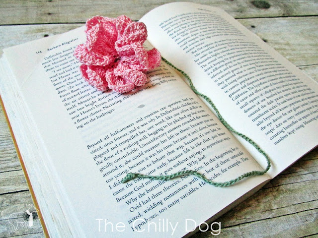 Free Crochet Pattern: Make a flower bookmark to celebrate spring and happy reading!