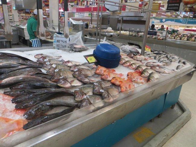 Рыба на прилавке в Tesco Lotus