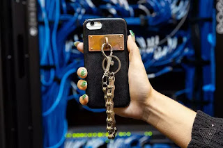 tech, tech news, Technology, charm, gadgets, contemporary phone, swappable,