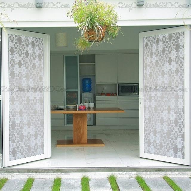 Decal kính trang trí cho cửa sổ