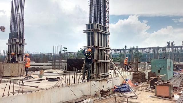Xây dựng các cột trụ tầng 1 của tòa K1