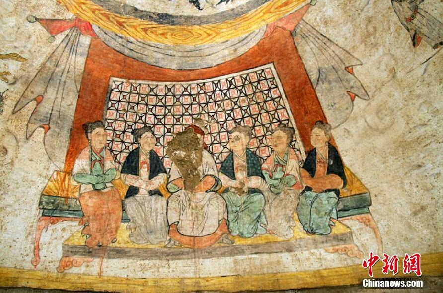 Rare mural paintings found in yuan dynasty tomb the for Chinese mural painting