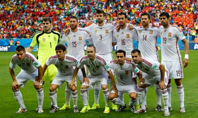 SPAIN FOOTBALL TEAM PHOTO vs Holland WORLD CUP 2014