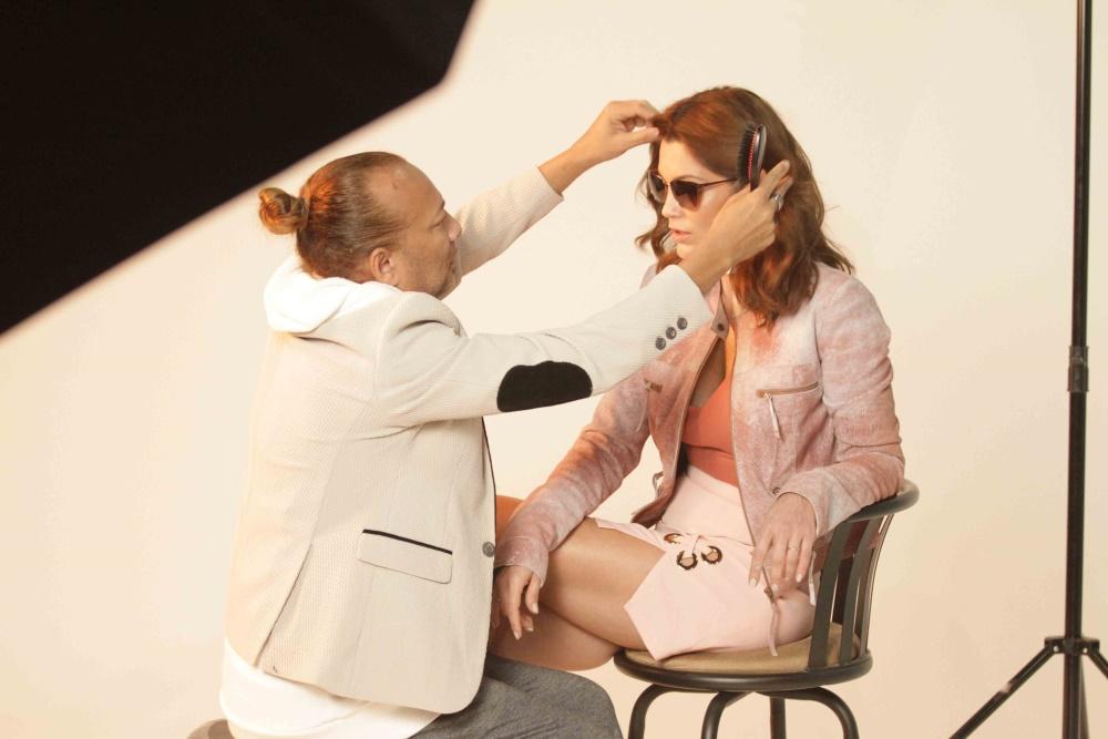 aaa3b4bb1db50 Chic e Fashion  Flávia Alessandra fotografa campanha de óculos