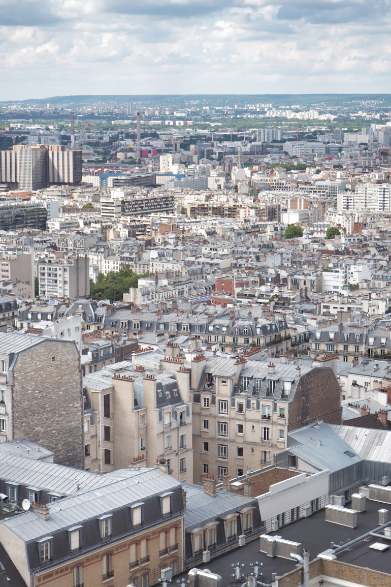Vue sur les toits de Paris depuis le dôme de la basilique du Sacré-Cœur Montmartre