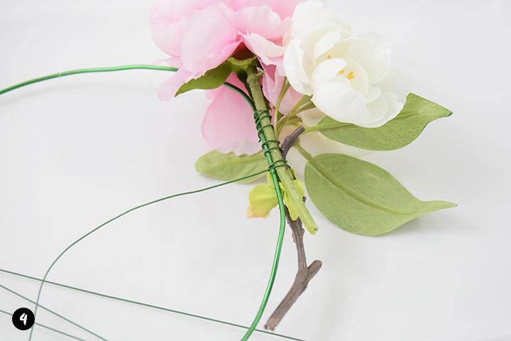 Etape 4 diy couronne de fleurs