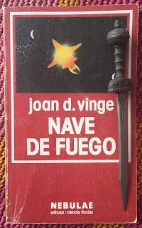 Portada del libro Nave de fuego, de Joan D. Vinge