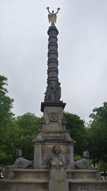 Fontaine Palmier - place du châtelet - Paris