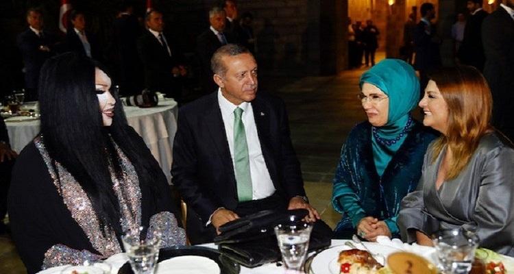 السبب الحقيقي لتناول أردوغان الإفطار مع أشهر المتحولين جنسيا في تركيا