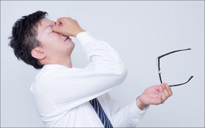 眼精疲労が抜け毛の原因!メガネいらずの沖縄はハゲが少ない?