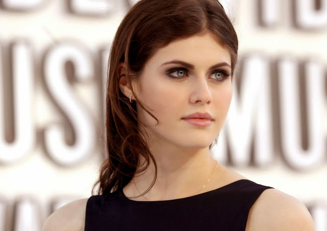 Alexandra Daddario Wallpapers Free Download
