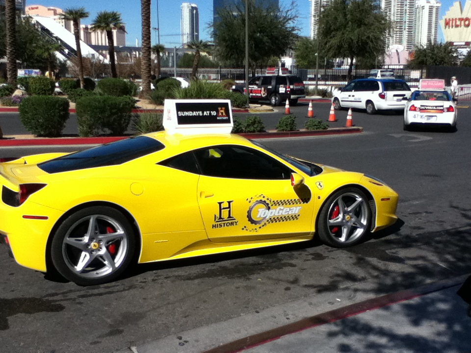 2011 ferrari 458 italia yellow auto car for Case logic italia