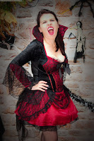 http://www.vampirebeauties.com/2016/10/vampiress-model-suzie-lovelace.html