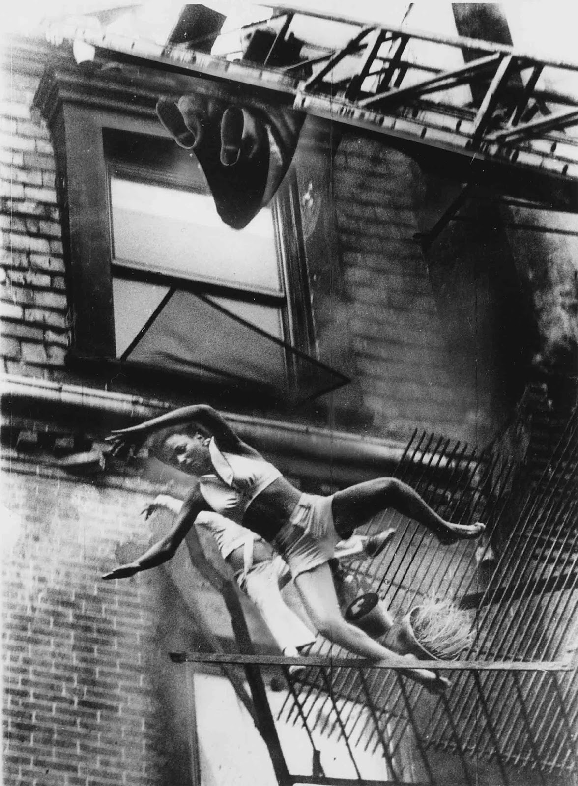 Fire Escape Collapse A Mother And Her Daughter Falling