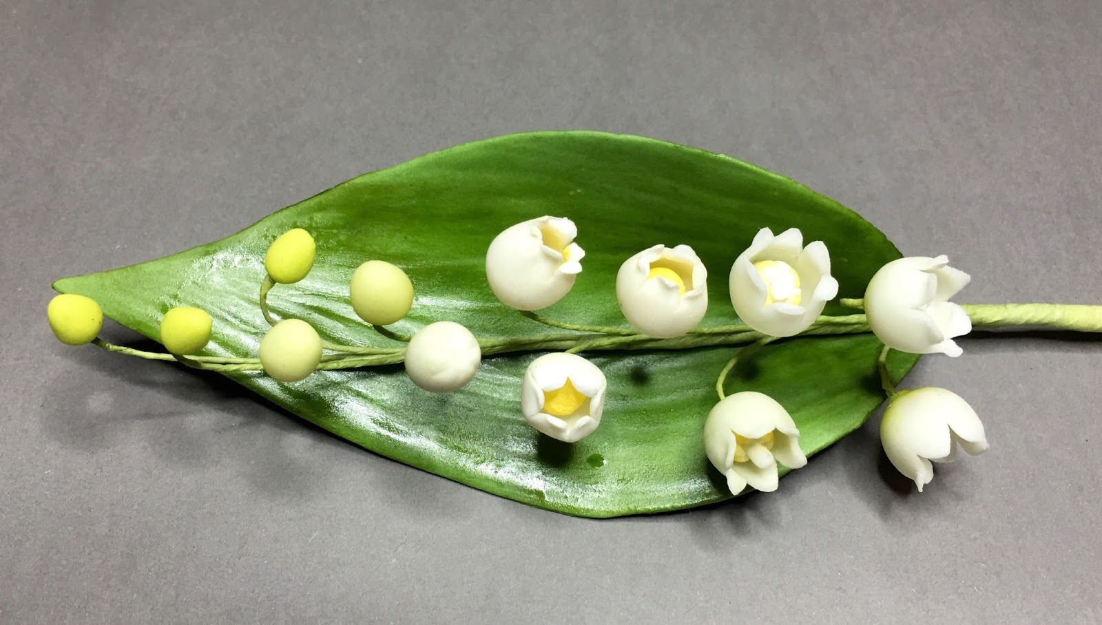 Confectionery flowers sugar paste lily of the valley evolution gum paste lily of the valley izmirmasajfo