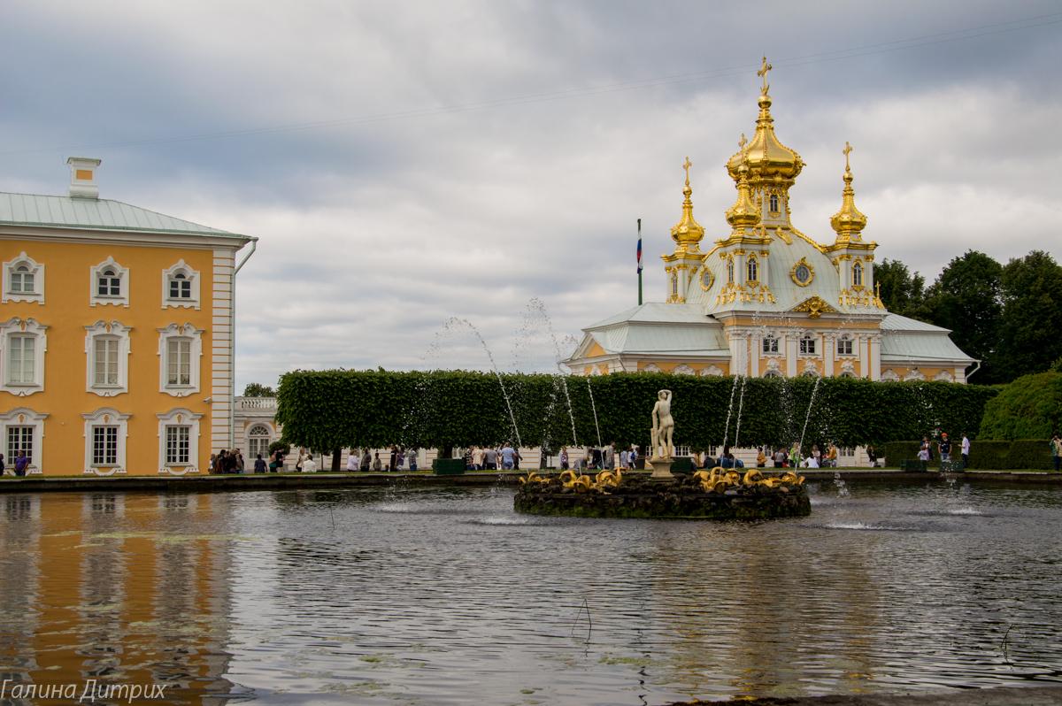 Большой Петергофский дворец вид из Верхнего сада