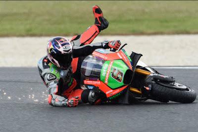 jatuh dari motor