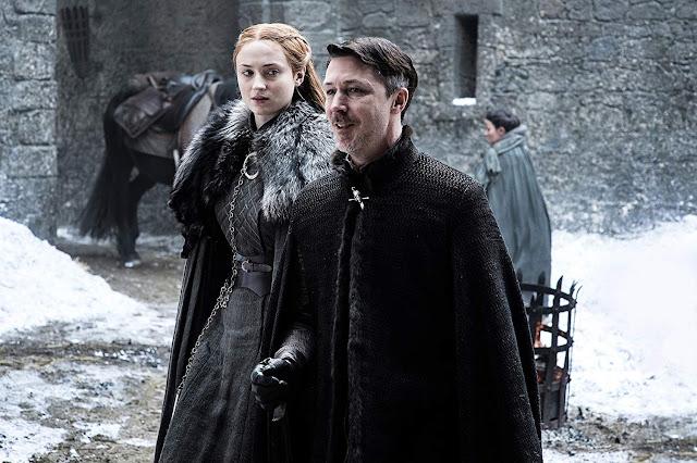 Sansa Stark (Sophie Turner) y Petyr Baelish (Aidan Gillen).