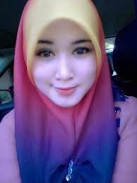 Istri Soleha Memakai Hijab