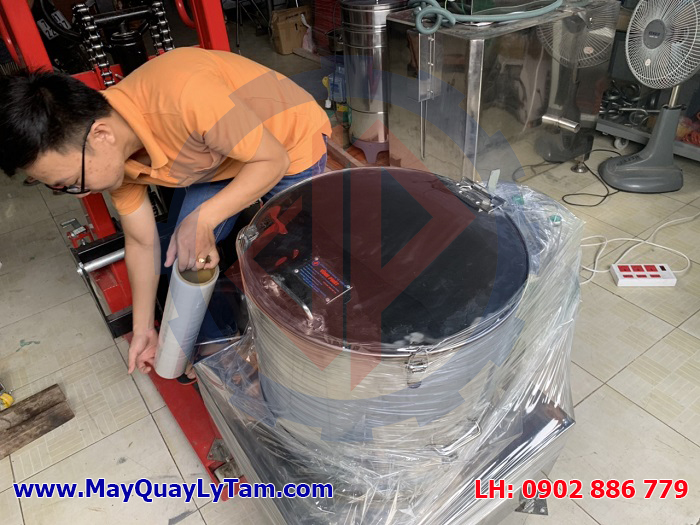 Chuẩn bị máy ly tâm dầu chiên da cá ba sa để giao hàng đi Cà Mau cho cty của Đài Loan, máy vắt ly tâm inox hiệu quả