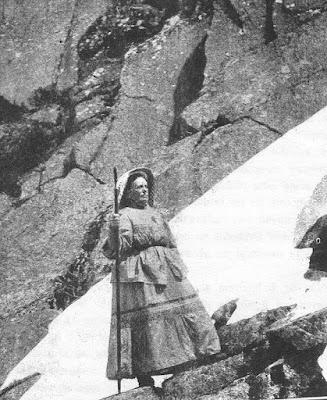 Fotografía de Rosario de Acuña en la sierra de la Estrella (Rosario de Acuña en la Escuela)