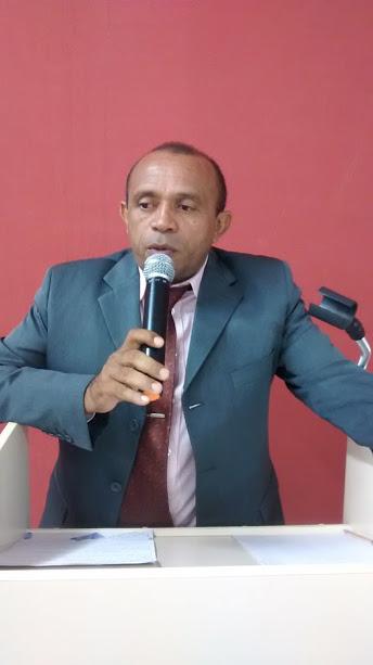 Paulo França discursa na Tribuna da CMEV