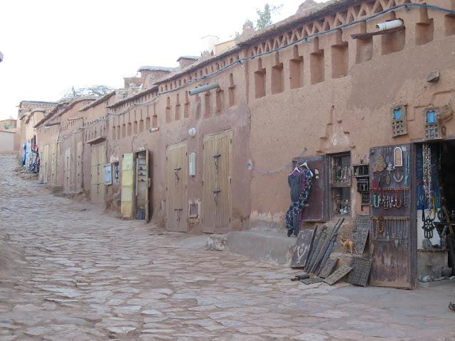 Camino que lleva a la Kasbah de Aid Ben Haddou