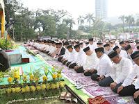 Ribuan Umat Muslim Sholat Idul Fitri di Lapangan Merdeka Medan