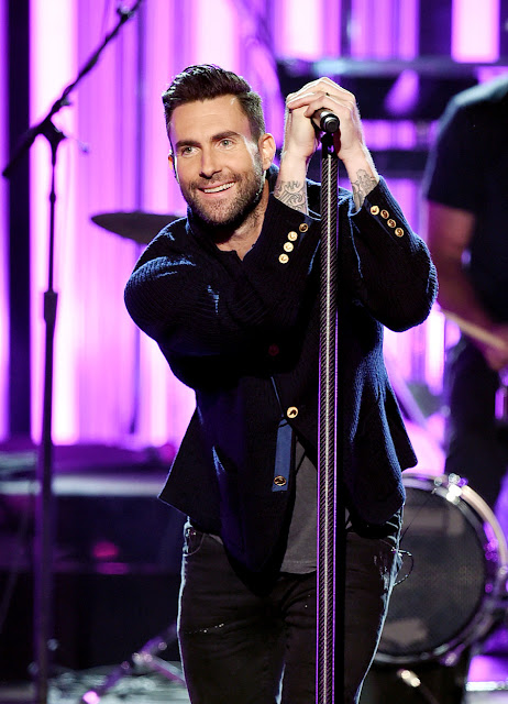 Adam Levine, Maroon 5 - American Music Awards 2016