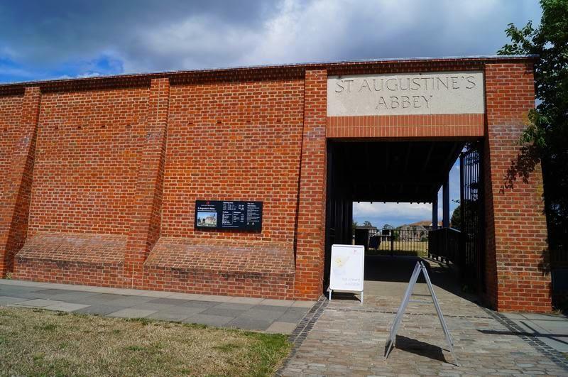 entrada de la abadía de San Agustín