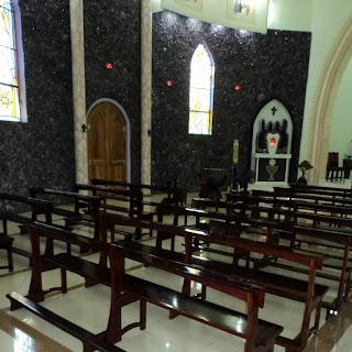 Pedras no Interior da Igreja de Ametista do Sul