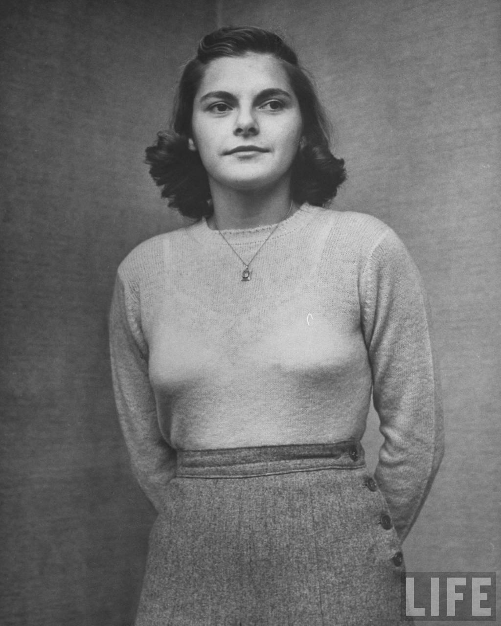 Photos of American Teenage Girls 1944  vintage everyday