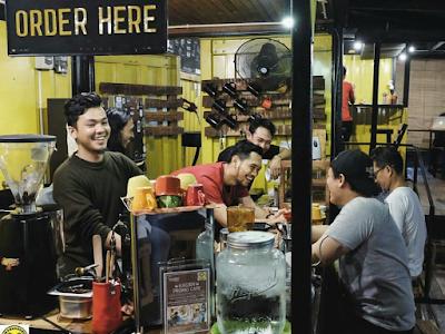 tempat nongrong murah dan keren di pekanbaru Warehouse coffee container
