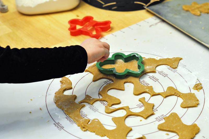 Gingerbread Man Hunt - Kids Activities