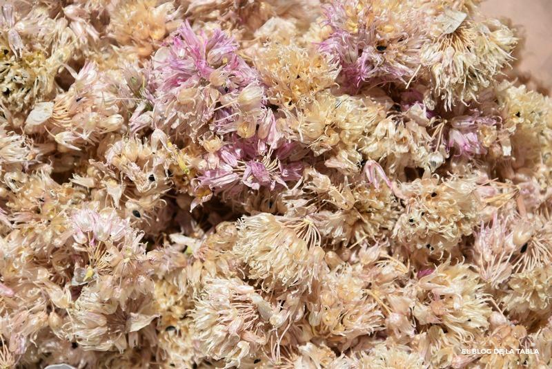 flores secas de cebollino (allium schoenoprasum)