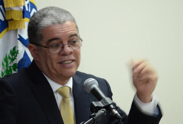 """Presupuesto contempla RD$3 mil millones para """"dignificar"""" vida policías"""