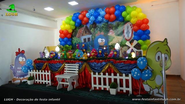 Mesa de tema tradicional de tecido - pano - Decoração de aniversário feminino Galinha Pintadinha para festa infantil