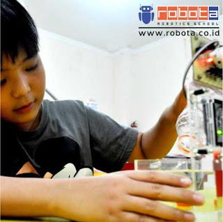 Bisnis Indonesia sekolah ROBOT