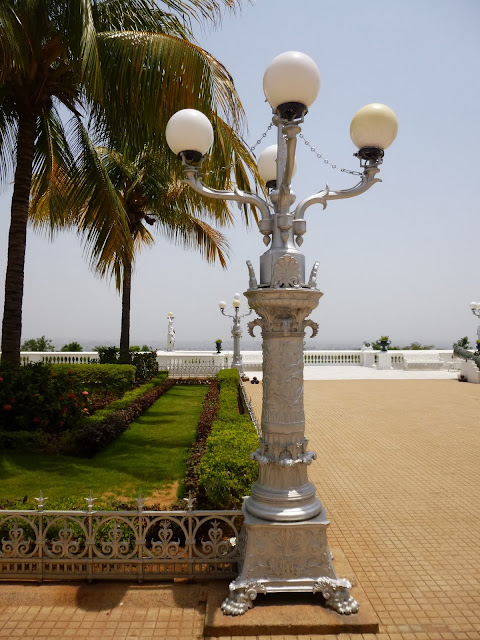 Falaknuma Palace Hyderabad Images: silver lampposts