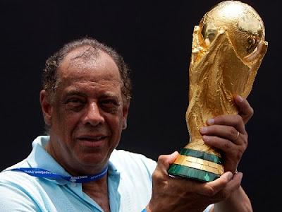 Morre aos 72 anos Carlos Alberto Torres, o capitão do Tri