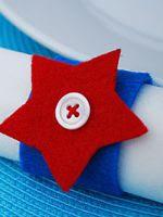 http://homemanualidades.net/como-hacer-servilleteros-con-tubos-de-carton-y-estrella-de-fieltro/