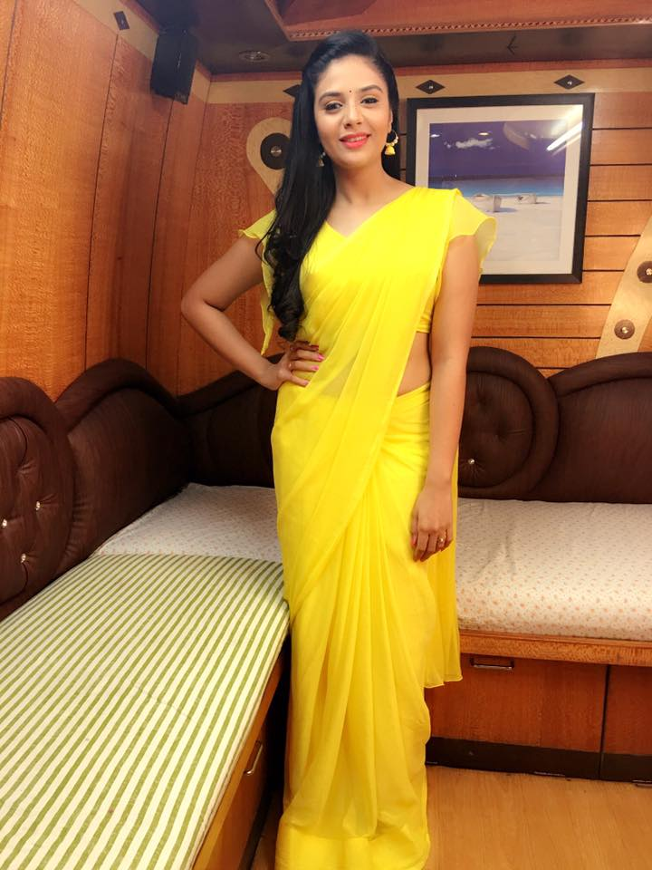 Glamours Telugu TV Anchor Srimukhi Hip Navel Show Photos In Yellow Saree