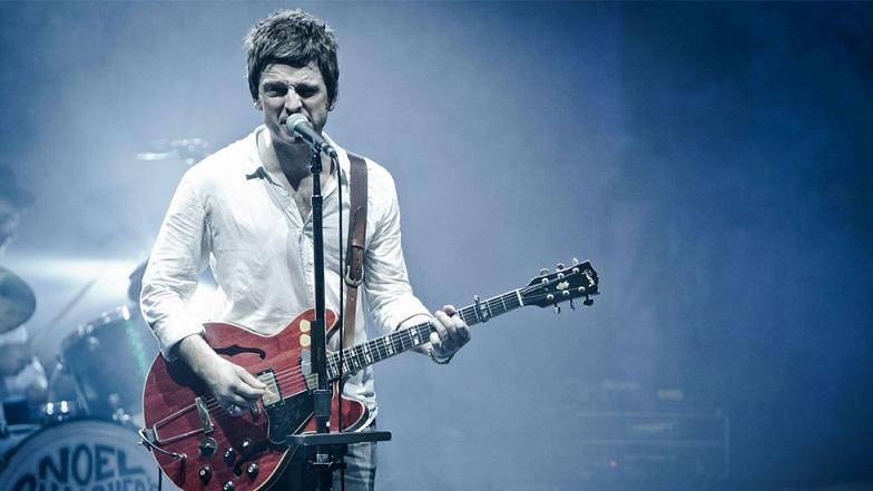 Terjemahan Lirik Lagu Everybody's On The Run ~ Noel Gallagher