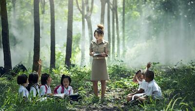12-peran-sosial-guru-di-sekolah