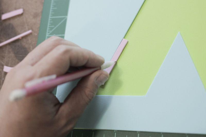 para que la progresin entre las capas sea uniforme el truco es cortar un pequeo trozo de foamgomaeva y utilizarlo como gua para hacer las lneas de la