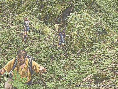 Excursionistas en el barranco del Arroyo Las Crucecitas, Cerro Viejo