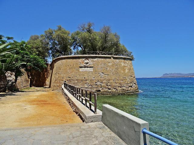 stare mury obronne w Chanii  i promenada